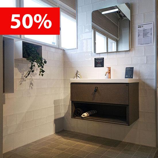Saturnus är en svensktillverkad duschvägg i glas.