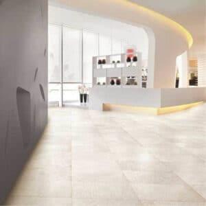 Discovery är en steninspirerad klinker från Italien. Här som ett vackert golv.