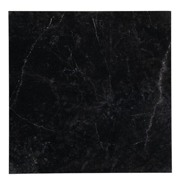 Imperial black är en del av färgsortimentet.