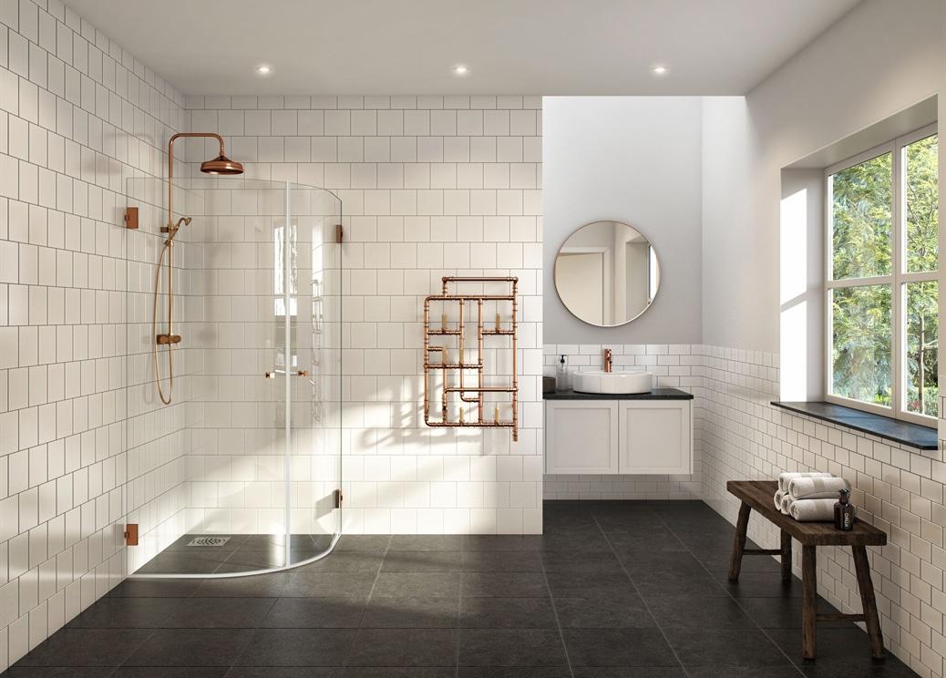 Världens finaste badrum med dusch i koppar.